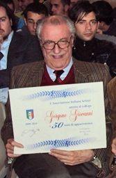 Giovanni Gorgone alla consegna della pergamena per i 50 anni nell'AIA