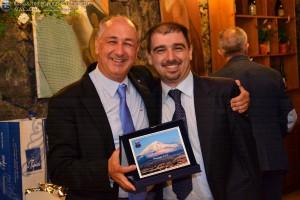 O.A. Giuseppe RUSSO premiato per il transito C.A.I. da Andrea BATTAGLIA, Presidente della sezione di Ragusa