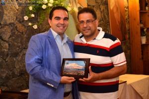 O.A. Giovanni CHIANETTA premiato col Premio presidenza C5 da Salvatore PITRONACI A.E. C5 e revisore dei conti AIA Catania