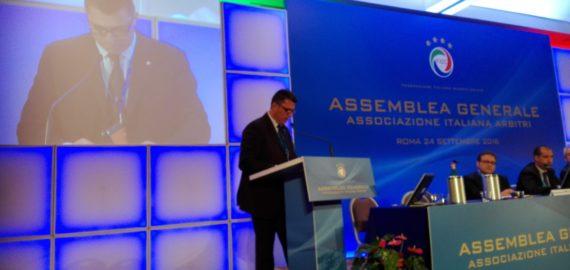 Il presidente Longo  all'Assemblea Generale dell'AIA
