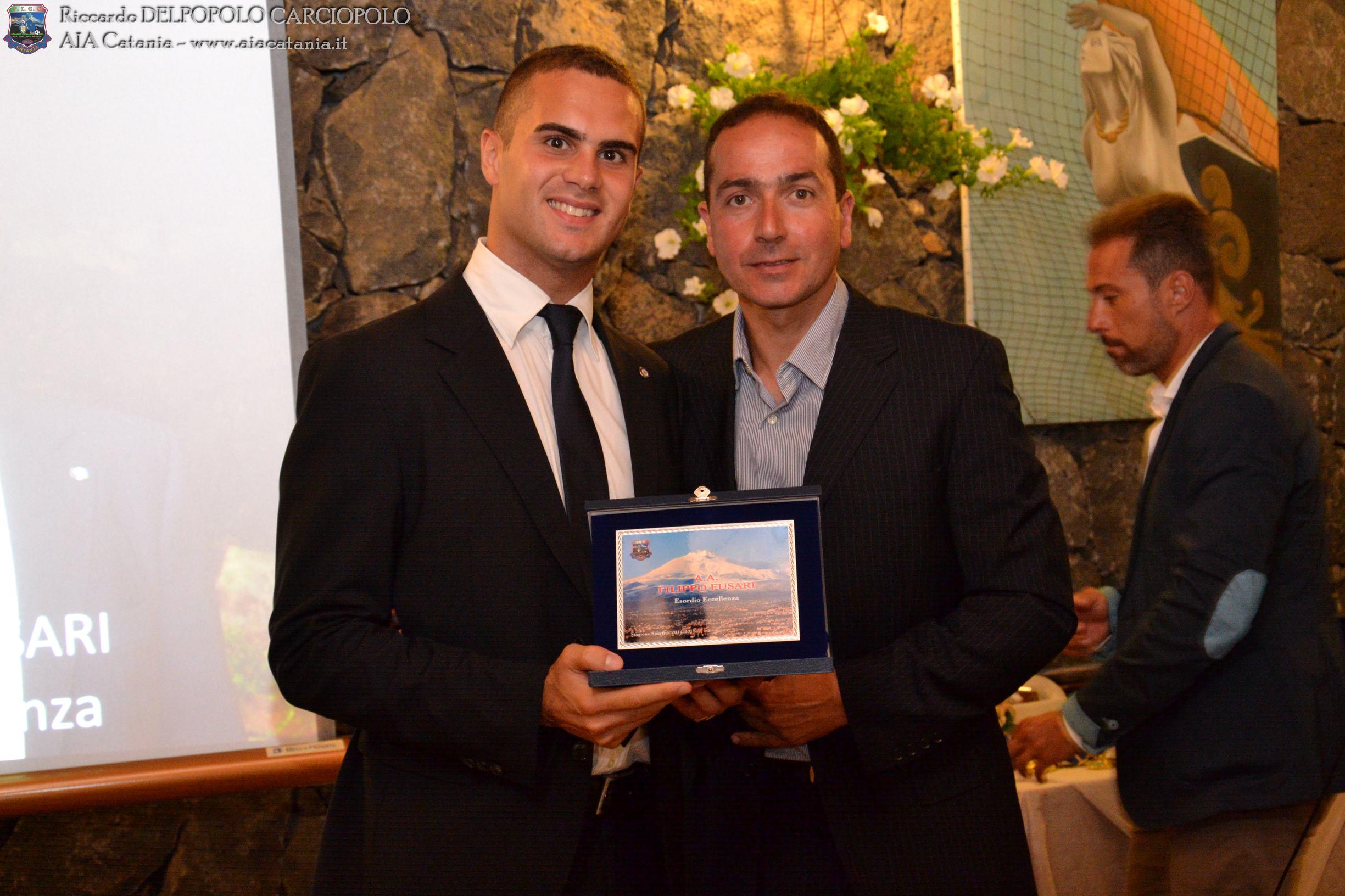 A.A. Filippo FUSARI premiato per l'esordio in Eccellenza da Filippo TILARO, componente del CRA Sicilia.