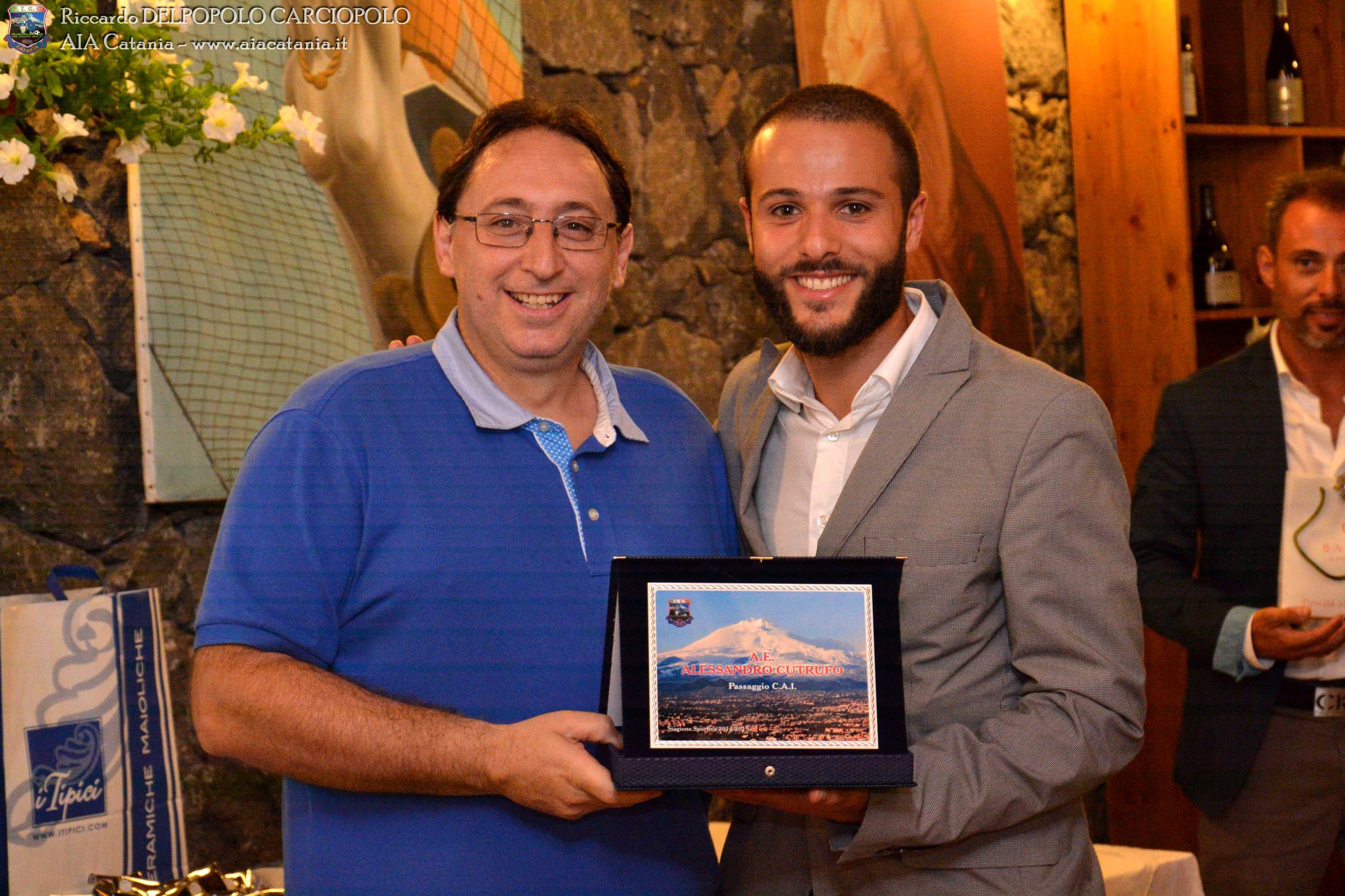 A.E. Alessandro CUTRUFO premiato per il transito C.A.I. da Salvatore OCCHIPINTI, componente della Commissione Nazionale C.A.I.