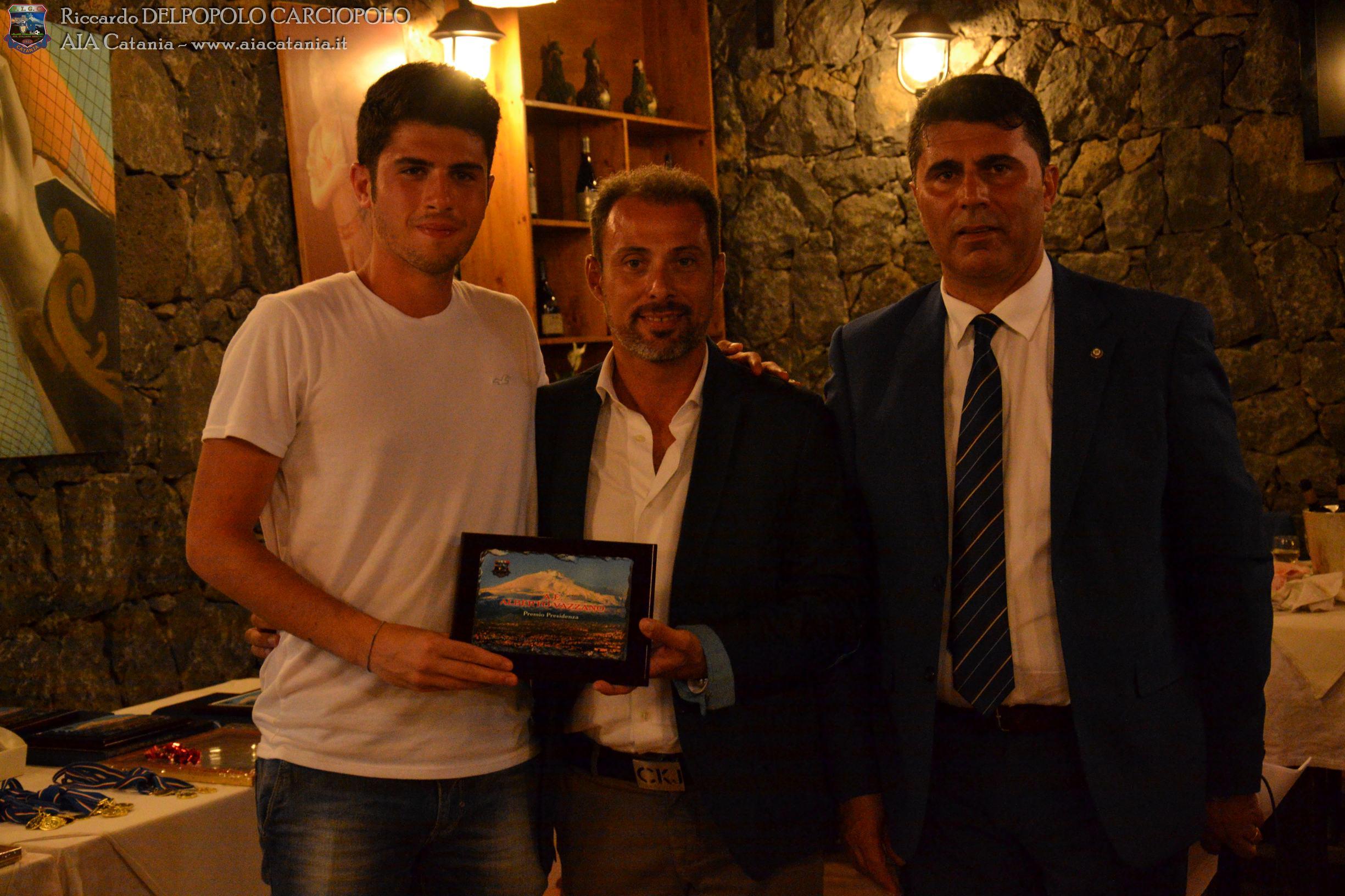 A.E. Alberto Tommaso VAZZANO premiato col Premio presidenza AE OTS da Sergio ROCCASALVO, Vice Presidente AIA Catania