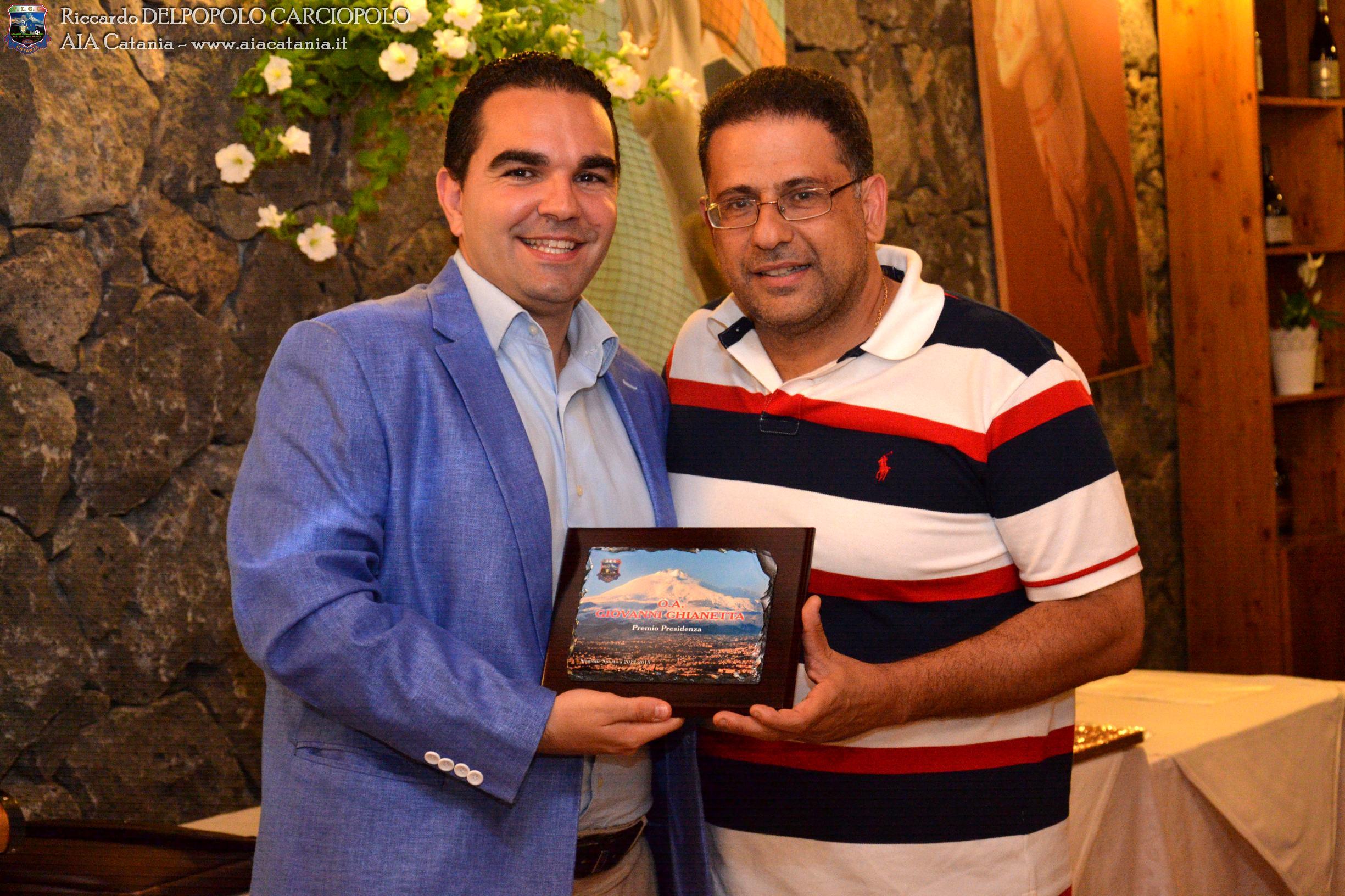 O.A. Giovanni CHIANETTA premiato col Premio presidenza C5 da Salvatore PITRONACI A.E. C5 e revisore dei conti AIA Catania.