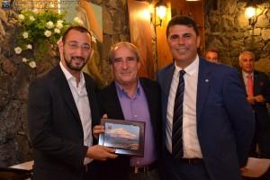 A.E. C5 Marco MUSUMECI premiato col Premio presidenza AE C5 da Carmelo PERGOLIZZI, delegato provinciale FIGC Catania